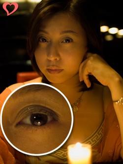 【モテ写】 ロウソクと室内の灯りの2つのキャッチライト。自然で雰囲気のある写真になる。